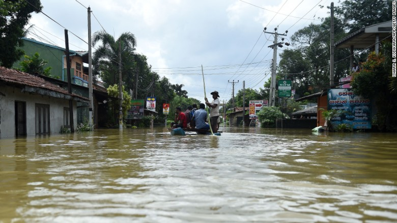 Sri Lanka floods: Battle to rescue stranded as death toll mounts
