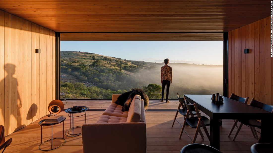 "The team at <a href=""http://mapaarq.com/ede-refugio-en-finca-aguy-pueblo-eden"" target=""_blank"">MAPA Architects</a> devised a contemporary retreat that was fabricated in a factory near Montevideo, Uruguay, and then transported to the site in Pueblo Edén."
