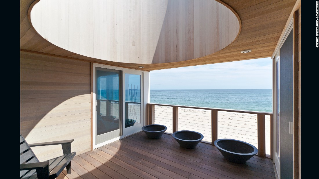 Located on Long Island, New York, this compact two-story house offers 360 degree views.