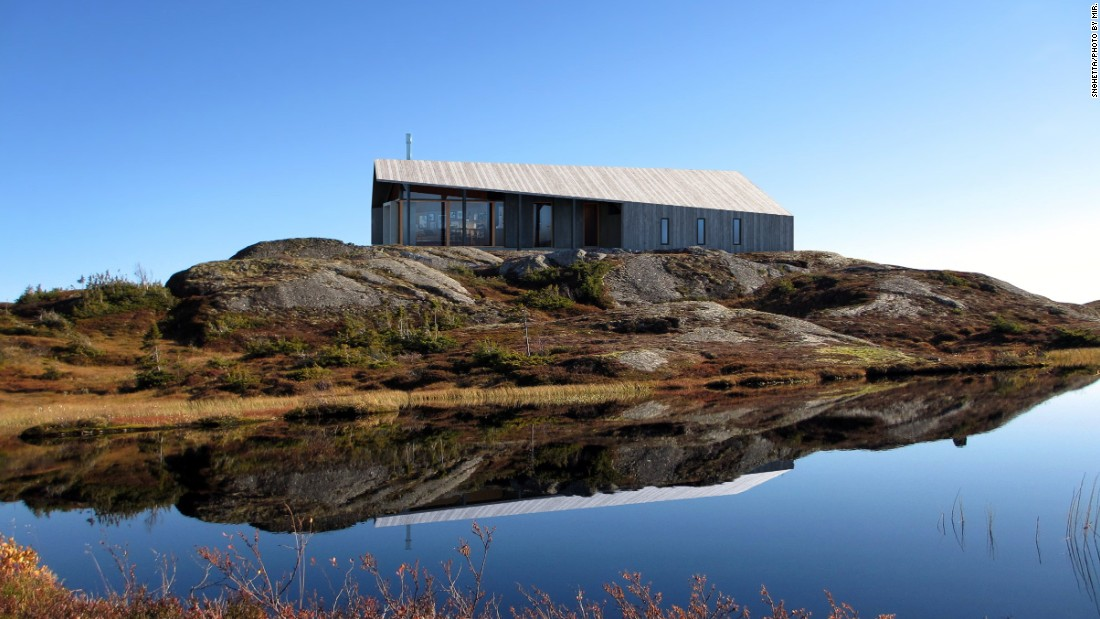 "Architecture firm <a href=""http://snohetta.com/"" target=""_blank"">Snøhetta</a> collaborated with Norwegian company Rindalshytte on Gapahuk. The roof of the cabin twists, allowing the home to be open on both ends and flooded with light from the floor to ceiling windows.<br />"
