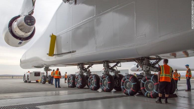 El avión más grande del mundo se deja ver