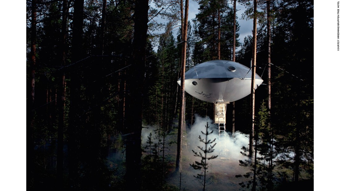 Another Swedish treehouse design and a part of the Harads Tree Hotel, this lightweight structure is dubbed the UFO Tree Hotel for obvious reasons.