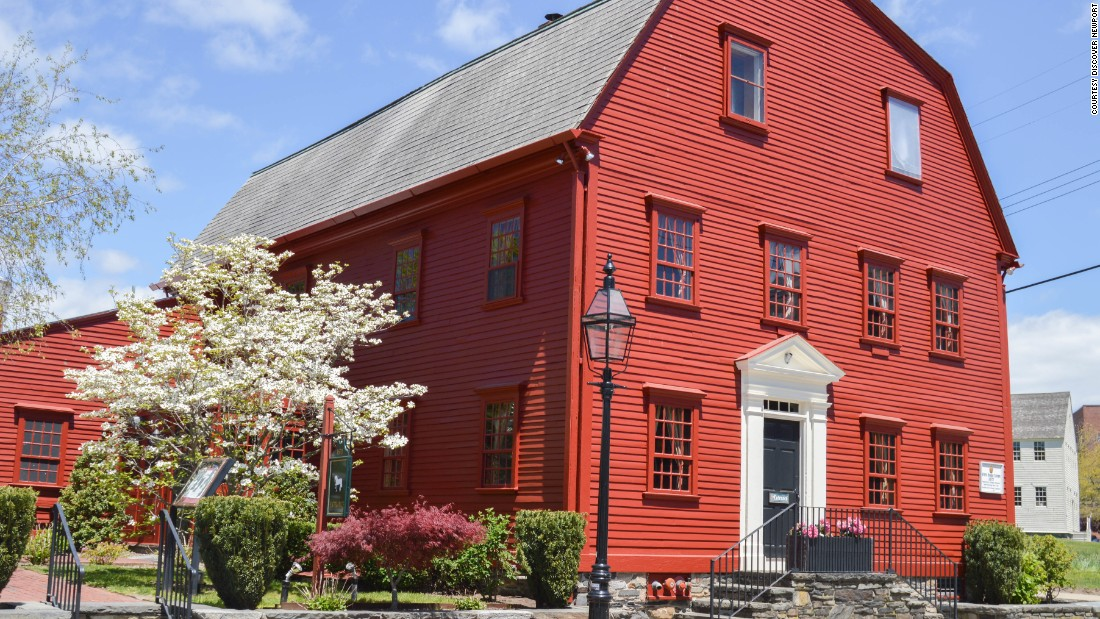 <strong>White Horse Tavern:</strong> This red building has been a Newport meeting place since 1673.