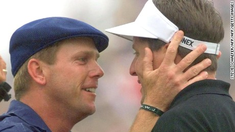 Payne Stewart embraces Phil Mickelson during the final round of the US Open in 1999.