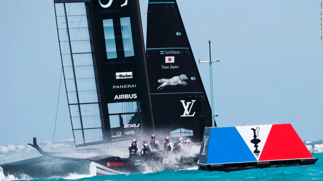 SoftBank Team Japan and Artemis Racing get caught in a tight tussle during the playoff semifinal race.