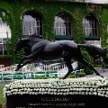 statue honoring triple crown winner Secretariat