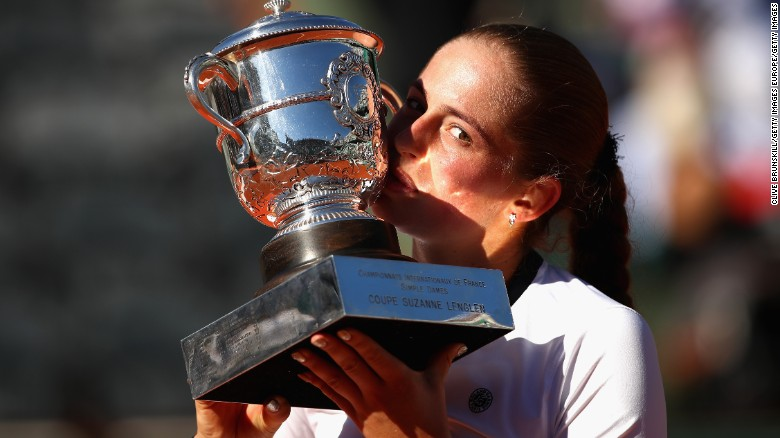 French Open Diary: Birthday girls already celebrating, legends roll back the years