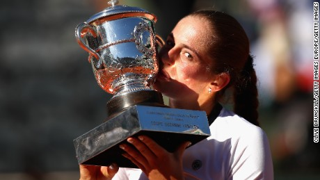 PARIS, FRANCE - JUNE 10:  Jelena Ostapenko of Latvia celebrates victory by kissing the trophy following the ladies singles final match against Simona Halep of Romania on day fourteen of the 2017 French Open at Roland Garros on June 10, 2017 in Paris, France.  (Photo by Clive Brunskill/Getty Images)