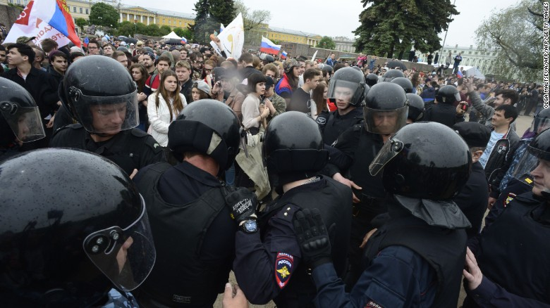 Protesters clash with police at Russian demo