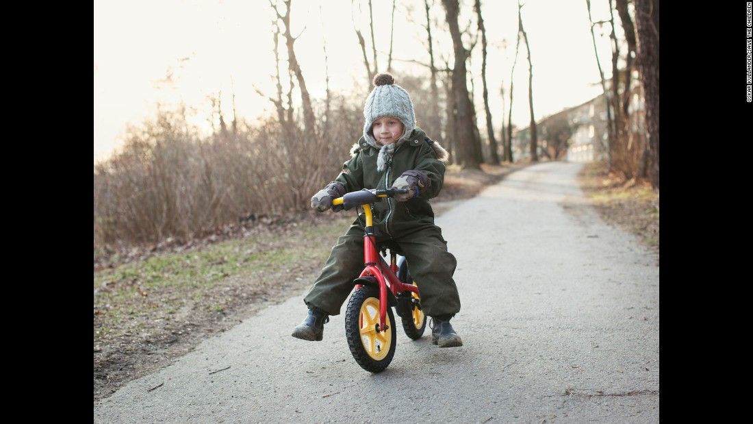 <strong>Sweden:</strong> A child learns to ride a bike in Sweden, where nobody is forcibly displaced by conflict.