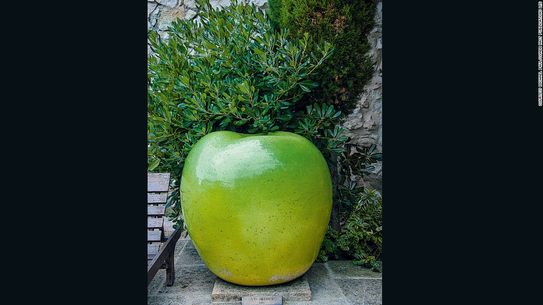 A ceramic apple sculpture by Hans Hedberg (1994), among the later works featured at La Colombe. The most recent by a named artist is another ceramic, this time by Irish artist Sean Scully.