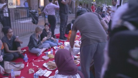 coming together for iftar after London fire lon orig_00002705.jpg