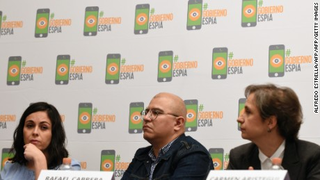 "(L to R) Mexican journalists Ana Cristina Ruelas, Rafael Cabrera and Carmen Aristegui take part in a press conference in Mexico City on June 19, 2017, on an article published by the New York Times: ""Using Texts as Lures, Government Spyware Targets Mexican Journalists and Their Families"". / AFP PHOTO / ALFREDO ESTRELLA        (Photo credit should read ALFREDO ESTRELLA/AFP/Getty Images)"