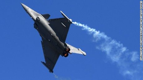 A Dassault Aviation Rafale fighter jet performs during a flight display on June 19, 2017 at the International Paris Air Show in Le Bourget outside Paris. / AFP PHOTO / POOL / CHRISTOPHE ARCHAMBAULT        (Photo credit should read CHRISTOPHE ARCHAMBAULT/AFP/Getty Images)