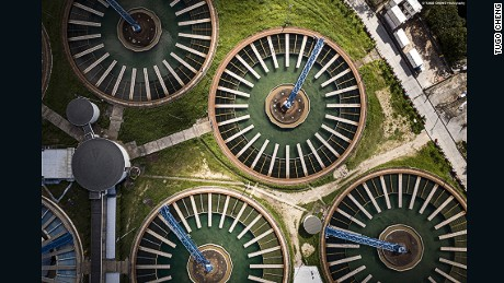 With a geometry resembling a giant Ferris wheel, the sewage treatment plants viewed vertically from above has resulted in a unique industrial aesthetics rarely seen in the cityscape.