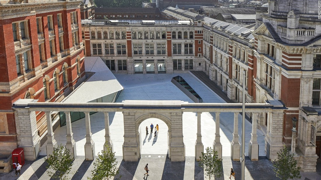 The new Sackler Courtyard is the world's first all-porcelain public courtyard, paved with 11,000 handmade porcelain tiles.
