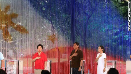 Philippines' presidential candidates (L-R) Vice-President Jejomar Binay, Senator Miriam Santiago, Mayor Rodrigo Duterte, Senator Grace Poe and former interior secretary Mar Roxas, sing the national anthem before the start of the presidential debate at the Phinma University of Pangasinan in Dagupan City, on April 24, 2016. More than 50 million people in the mainly Catholic Asian nation are qualified to vote on May 9 with Duterte holding a clear lead over four other candidates, including Aquino's preferred successor. / AFP / POOL / MANILA BULLETIN        (Photo credit should read MANILA BULLETIN/AFP/Getty Images)