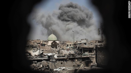 Mosul: Iraqi-led forces push into key city