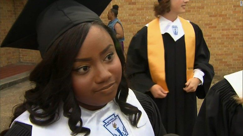 Valedictorian's mom sues school