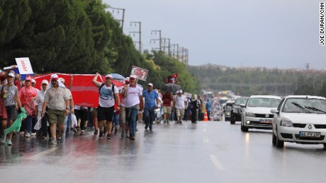 On day 20, rain showers bring some respite to marchers.