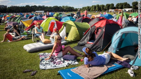 Wimbledon queue camping