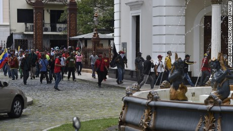 Clashes at Venezuelan National Assembly