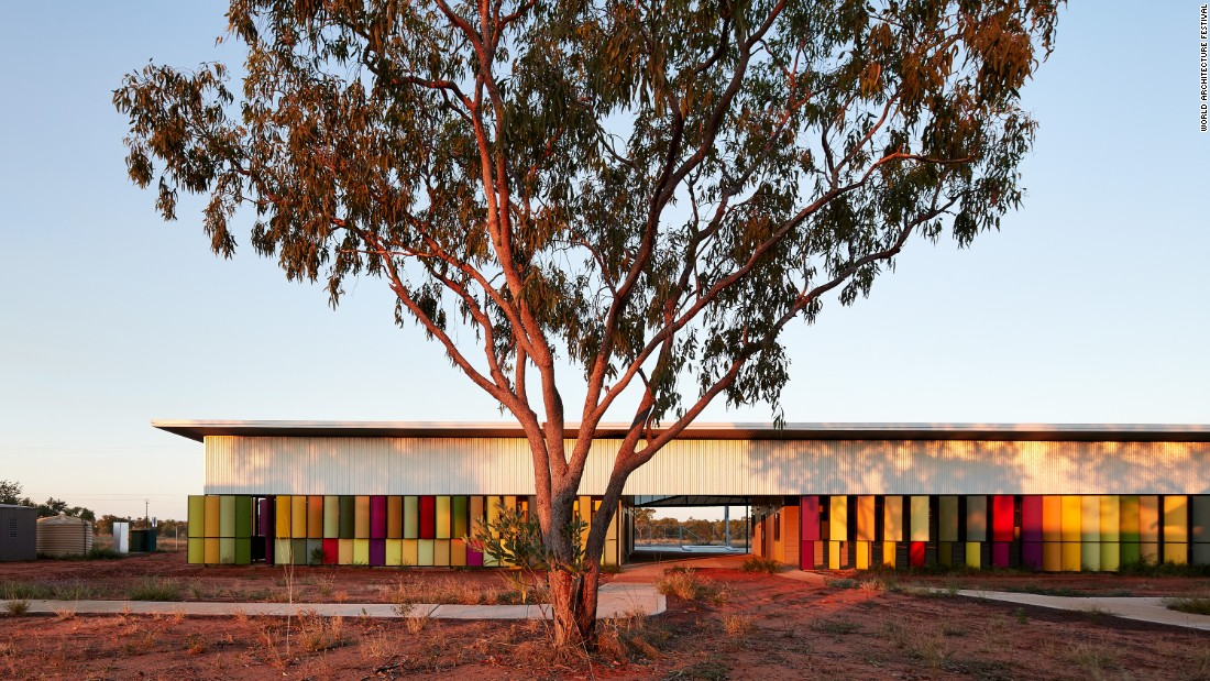 Designed as a treatment residence for indigenous people suffering from renal disease, the Fitzroy Crossing Renal Hostel in Fitzroy Crossing, Australia, allows patients to receive treatment while still being close to their family members and the community. The space features six small houses, and can accommodate a total of 19 people.