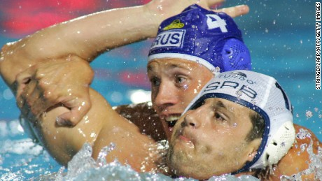 Belgrade, SERBIA:  Serbian Branko Pekovic(R) and Russian Roman Balashov(4) fight for the ball in the local swimming pool of Belgrade 01 September 2006 during a preliminary group match of European Water Polo Championships between their teams.  AFP PHOTO / ATTILA KISBENEDEK  (Photo credit should read ATTILA KISBENEDEK/AFP/Getty Images)