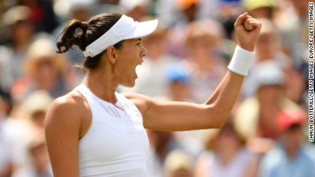 Muguruza overpowers Williams