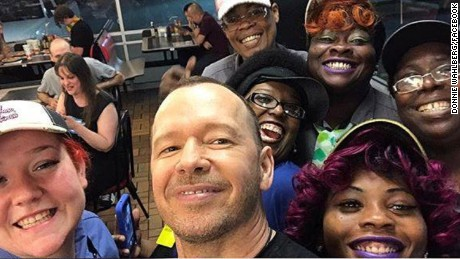 Donnie Wahlberg snapped a picture with Waffle House staff.