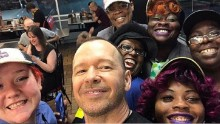 Donnie Wahlberg leaves a ,000 tip