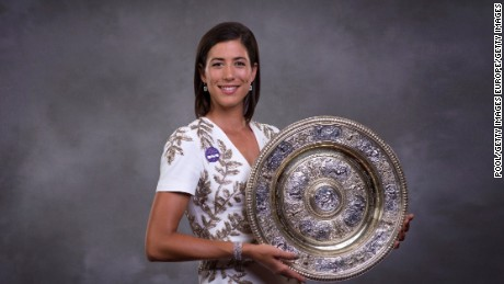 LONDON, ENGLAND - JULY 16:  (EDITORS NOTE: This image has been retouched.) (EDITORIAL USE ONLY - NO COMMERCIAL USAGE) Garbine Muguruza poses with the trophy at the Wimbledon Winners Dinner at The Guildhall on July 16, 2017 in London, England. (Photo by AELTC - Pool / Getty Images)