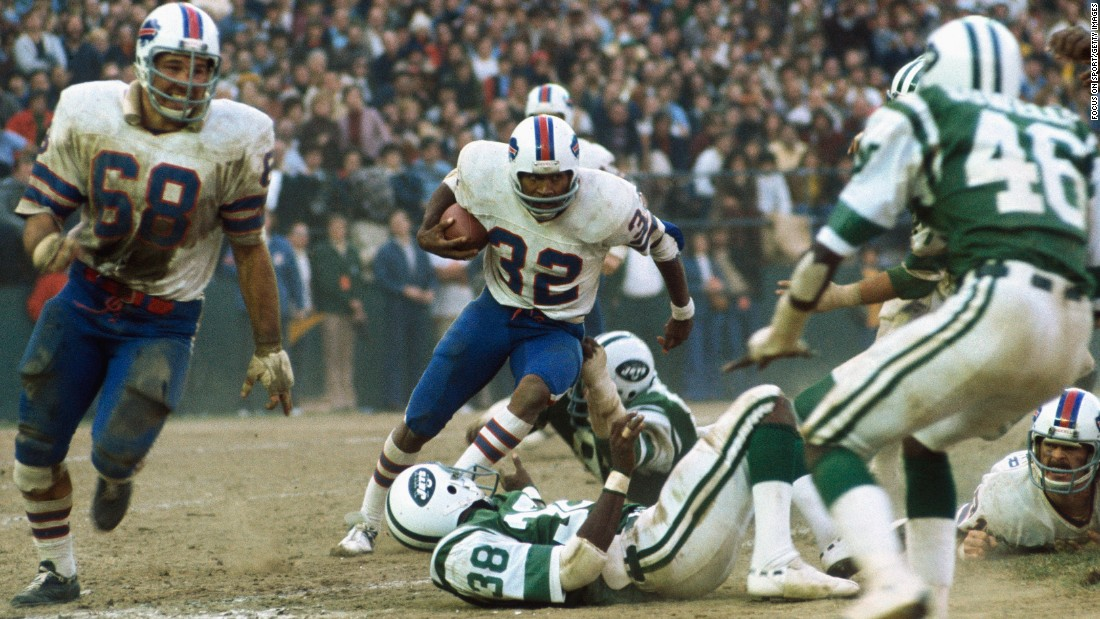 Simpson in action during a Buffalo Bills game against the New York Jets.