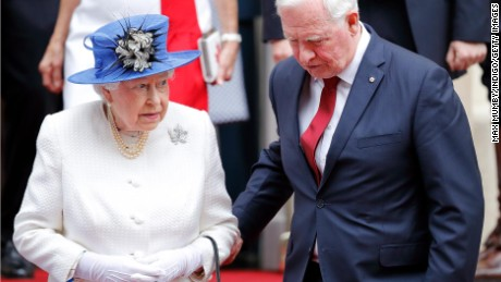 David Johnston, Governor General of Canada, holds Queen Elizabeth II's arm as she departs Canada House on July 19, 2017 in London, England. (Photo by Max Mumby/Indigo/Getty Images)