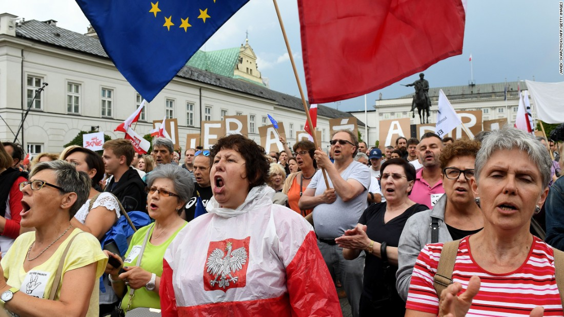 Protesters Demand Polish President Veto Judicial Law