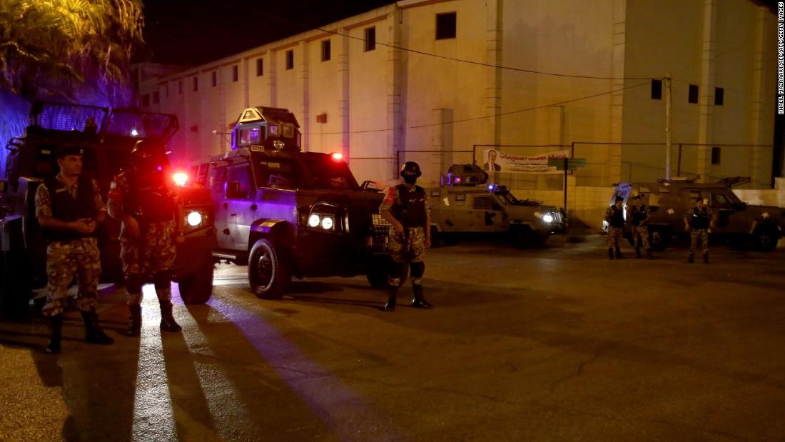Israel removes metal detectors as tensions simmer