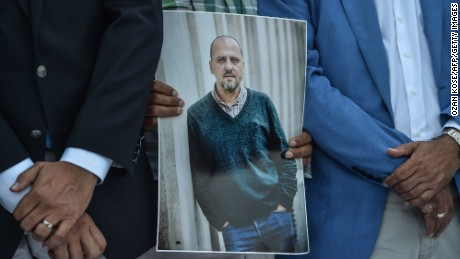 A man holds a portrait of jailed investigative journalist Ahmet Sik on July 24, 2017 during a demonstration outside Istanbul's courthouse. Seventeen directors and journalists from Cumhuriyet, one of Turkey's most respected opposition newspapers, go on trial on July 24 after spending over eight months behind bars in a case which has raised new alarm over press freedoms under President Recep Tayyip Erdogan. / AFP PHOTO / OZAN KOSE        (Photo credit should read OZAN KOSE/AFP/Getty Images)