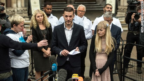 LONDON, ENGLAND - JULY 24:  Chris Gard and Connie Yates, the parents of terminally ill baby Charlie Gard, speak to the media outside following their decision to end their legal challenge to take him to the U.S for experimental treatment, outside The Royal Courts of Justice on July 24, 2017 in London, England. The parents of terminally-ill baby Charlie Gard have ended their legal challenge after an American doctor said it was too late to give him nucleoside therapy.  (Photo by Carl Court/Getty Images)