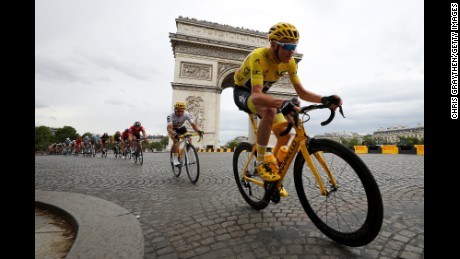 PARIS, FRANCE - JULY 23:  Christopher Froome of Great Britain riding for Team Sky in the leader's jersey rides past the Arc de Triomphe during stage 21 of the 2017 Le Tour de France, a 103km stage from Montgreon to the Paris Champs-Élysées on July 23, 2017 in Paris, France.  (Photo by Chris Graythen/Getty Images)