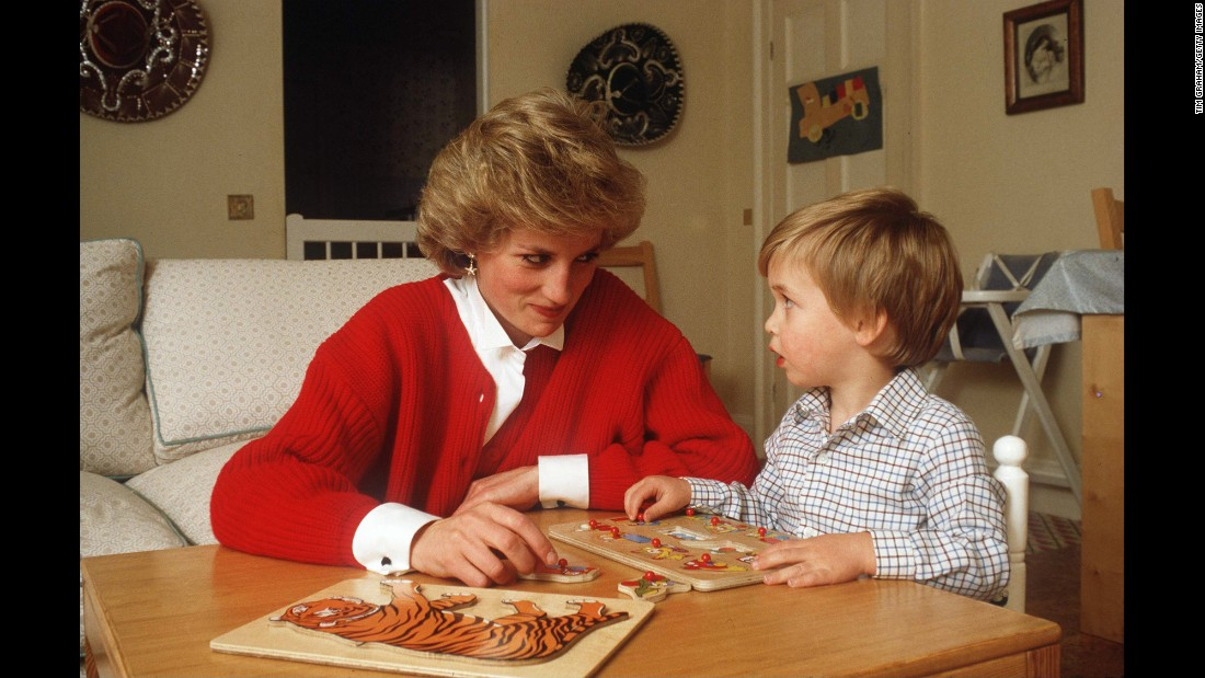 Diana helps William with a puzzle in October 1985.