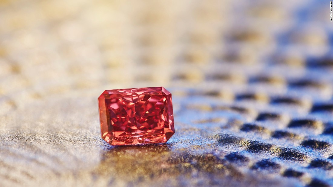 The Argyle Everglow, a 2.11 carat radiant shaped Fancy Red, will be the highlight of the sale.