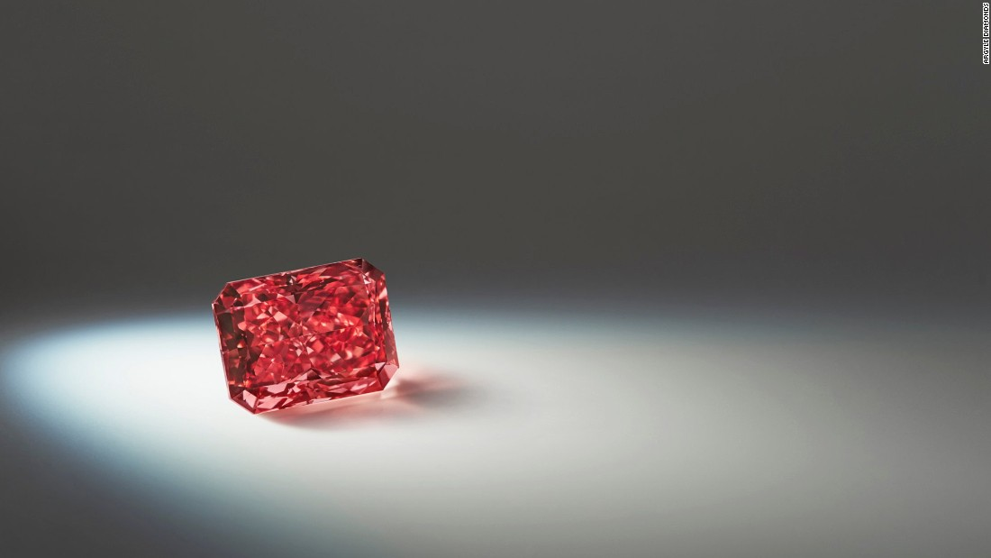 The Argyle Everglow is a 2.11-carat radiant shaped Fancy Red diamond. This Fancy Red diamond is the one of largest of its kind to have ever been found.
