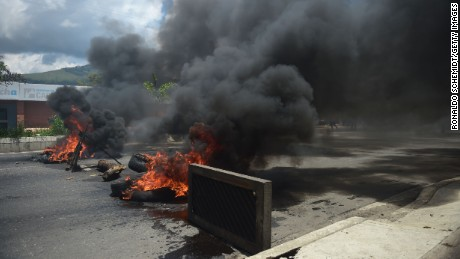 A barricade set by anti-government activists burns in flames in Venezuela's third city, Valencia, on August 6, 2017