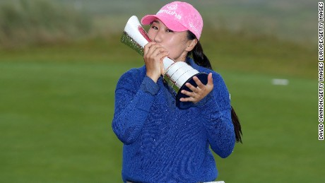 KINGSBARNS, SCOTLAND - AUGUST 06:  In-Kyung Kim of South Korea holds the trophy after her victory during the final round of the Ricoh Women's British Open at Kingsbarns Golf Links, on August 6, 2017 in Kingsbarns, Scotland.  (Photo by David Cannon/Getty Images)