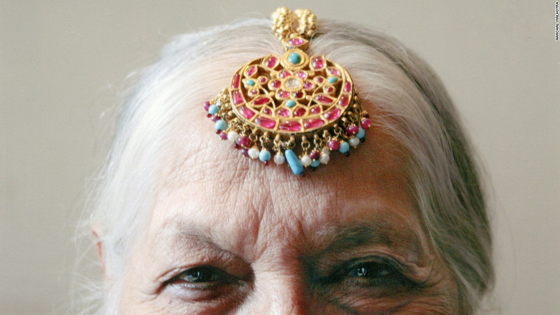 An ornamental head piece carried from Dera Ismail Khan, in modern-day Pakistan, to Delhi. Its owner brought the jewelry across the border in the hope of selling it to help feed and educate her children.