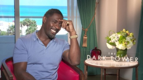 cnnee showbiz intv idris elba imaginación para ver 'the dark tower' y con que comida rompe su dieta_00015029
