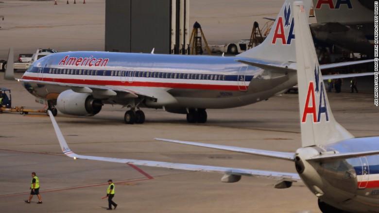El diseño clásico del logotipo de American Airlines por Massimo Vignelli.