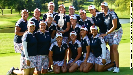 WEST DES MOINES, IA - AUGUST 20:  Team USA pose with the Solheim Cup trophy after the final day singles matches of The Solheim Cup at Des Moines Golf and Country Club on August 20, 2017 in West Des Moines, Iowa.  (Photo by Stuart Franklin/Getty Images)