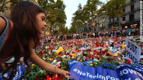 """A woman places a placard reading """"We are not afraid"""" at the Las Ramblas promenade on Saturday."""