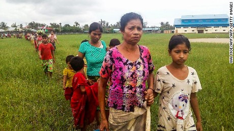 Thousands of Rohingya flee violence in Myanmar
